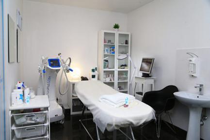 kabinet-centra-esteticheskoy-mediciny-BGLAB-apparat-EXIMIA-520x347